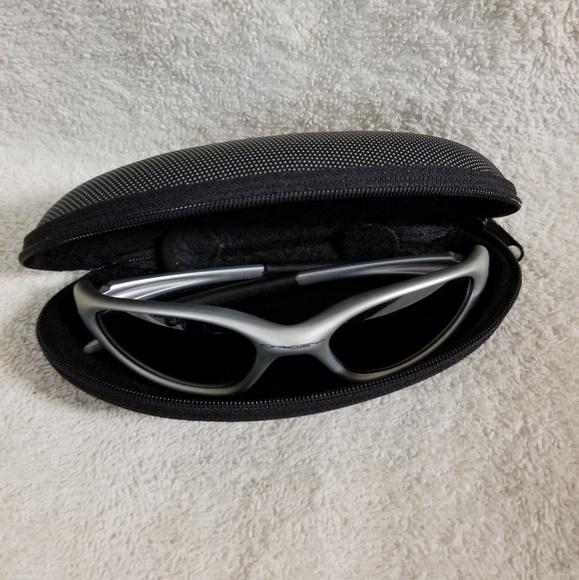 4a82abf549 Vintage Men s Oakley Minute Sunglasses. M 5bc28f04194dad0bb681f01a